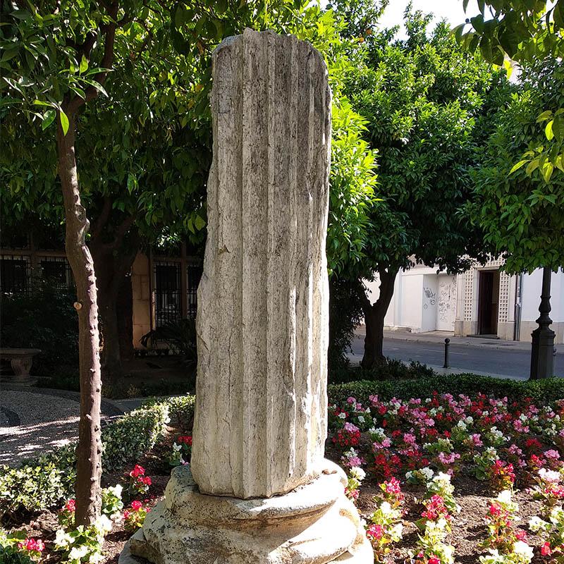 Columna del templo Romano en la Plaza de las Doblas