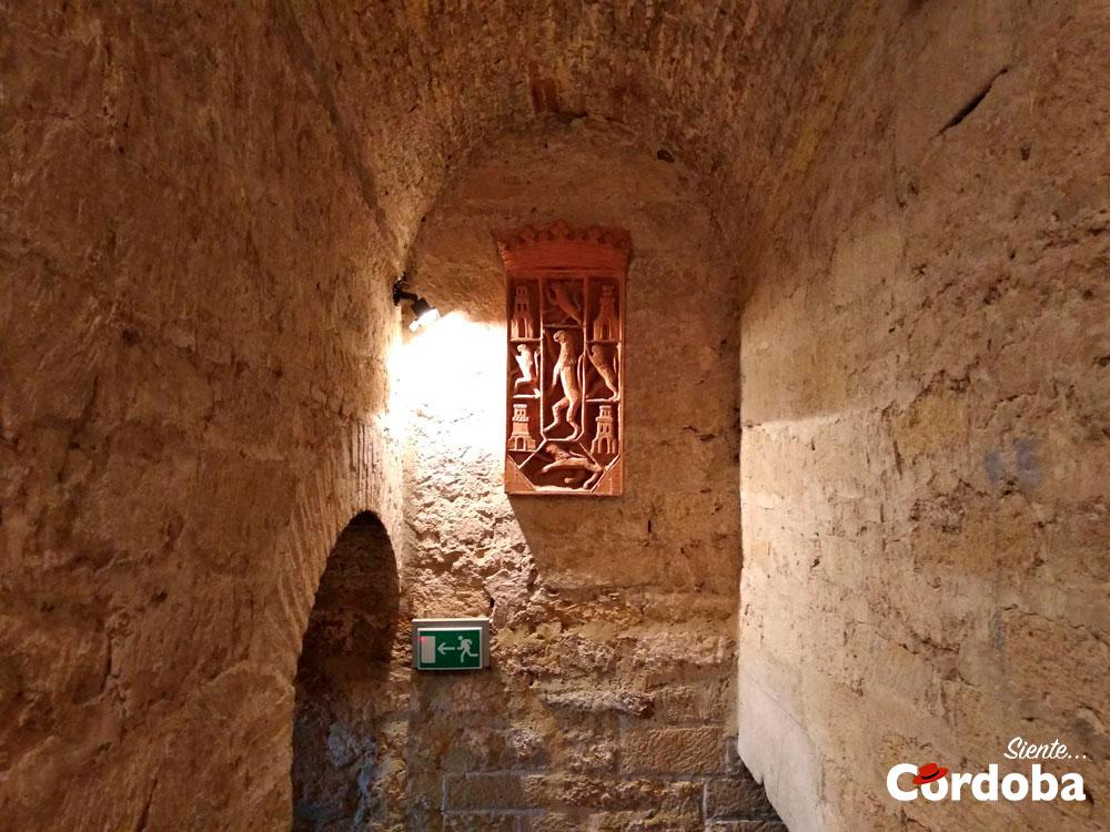 Escudo en escaleras