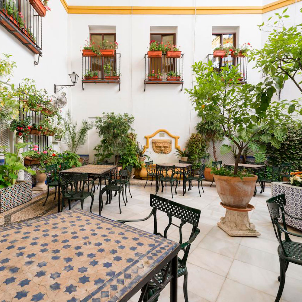 patio-hotel-maimonides