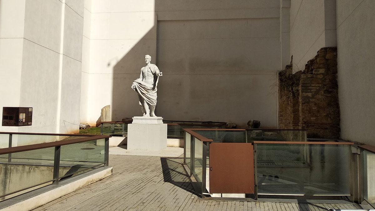Estatua de Claudio Marcelo en el Templo Romano de Córdoba