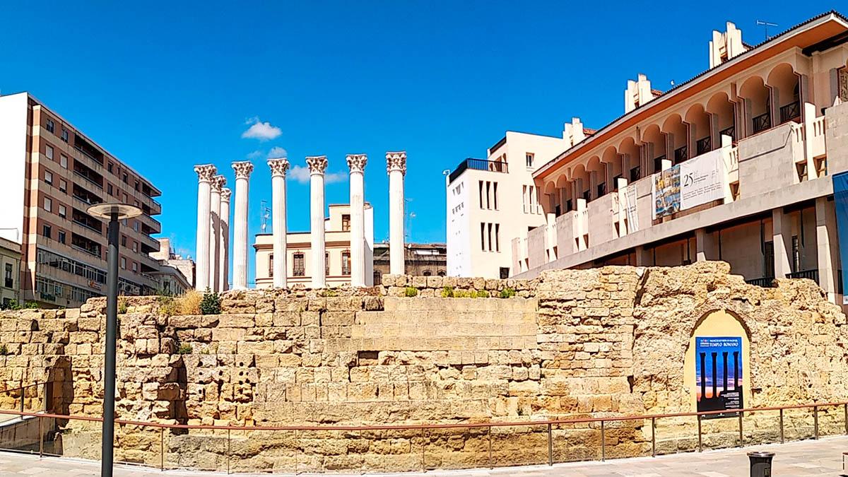Vista del Templo Romano desde Capitulares
