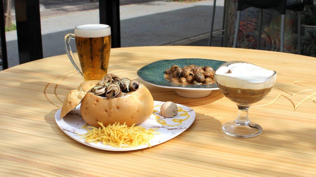 Plato de caracoles y cerveza