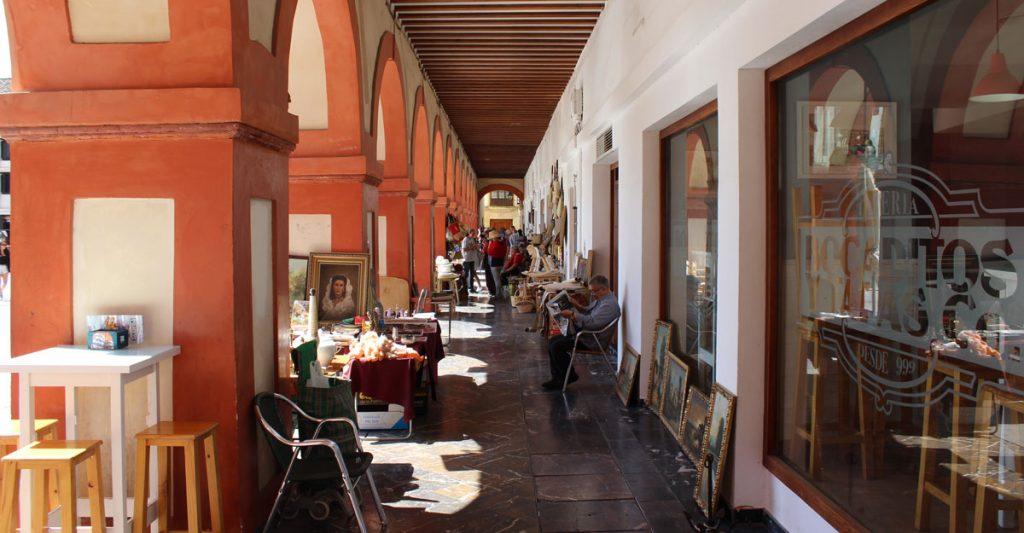 Algunas tiendas de la Plaza de la Corredera