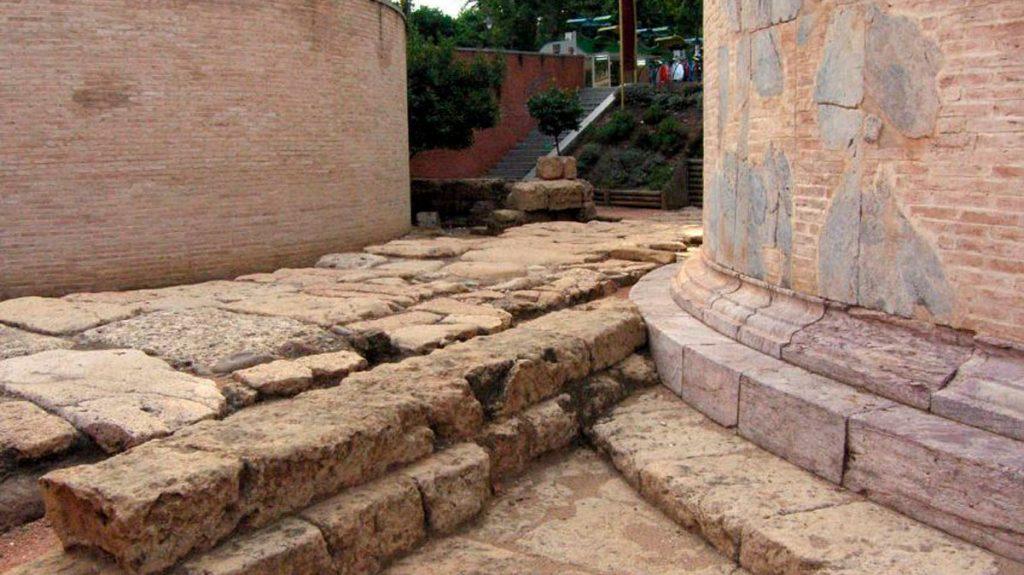 Calzada romana junto al Mausoleo de Córdoba
